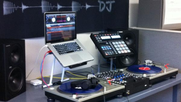 Syncing Serato DJ and Maschine through the Rane Sixty-Four